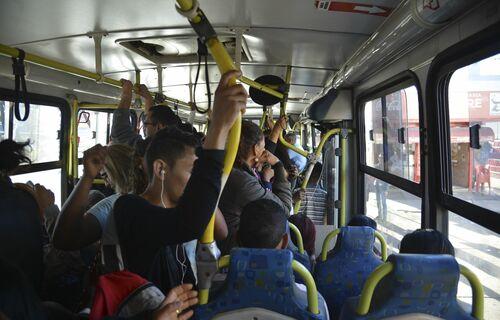 Ônibus lotado. Foto: Agência Brasil.