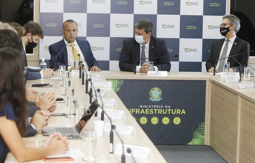 Reunião entre os ministros do Desenvolvimento Regional, Rogério Marinho, da Infraestrutura, Tarcísio Gomes de Freitas, e o governador de Minas Gerais, Romeu Zema, definiu que o valor de investimento do Governo Federal no metrô de Belo Horizonte (Foto: Adalberto Marques/MDR)