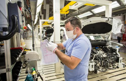 Produção de veículos na fábrica da montadora em São José dos Pinhais (PR). Foto: Volkswagen.
