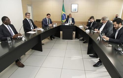 Ministro Rogério Marinho assinou nesta quarta-feira portaria que autoriza captação de recursos para as obras em três CTRs fluminenses. Foto: Adalberto Marques/MDR