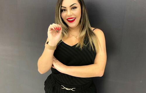 Na foto, a empresária Kelly Nogueira, dona de sete lojas do ramo de alongamentos de unhas / Arquivo Pessoal