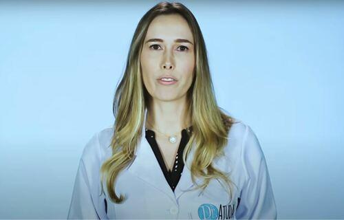 Dermatologista Natasha F. Pecora explica as causas das manchas vermelhas em crianças. Fot0: Reprodução YouTube