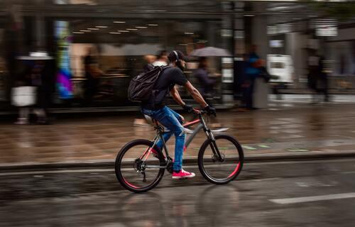 Exemplo de mobilidade urbana por meio de bicicleta em Londres, na Inglaterra. Foto: Nacho Santana/Pexels