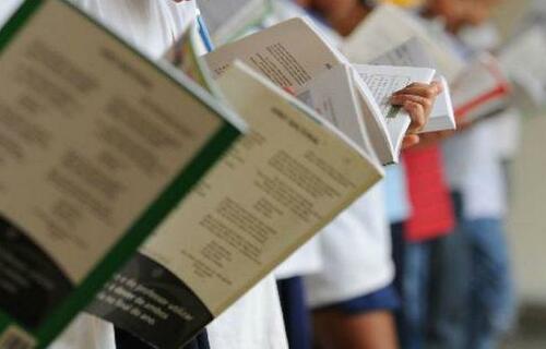 Livro didático. Foto: Agência Brasil.