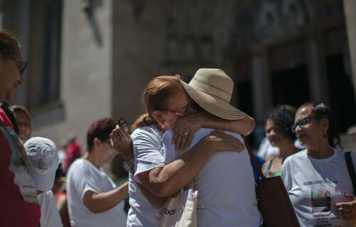 Familiares de pessoas desaparecidas na Praça da Sé (SP) - Foto: Victor Moriyama/CICV