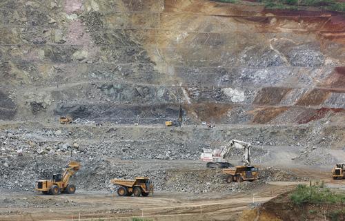 Máquinas em atividades de mineração. Foto: Arquivo/EBC