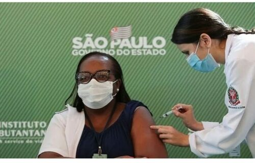 Primeira vacinada no Brasil. Foto: Divulgação.