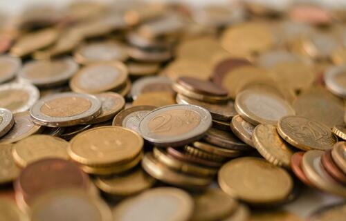 Pilha de moedas. Foto: Skitter (Pexels)